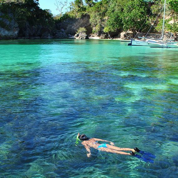 ボラカイの海で泳ぐ